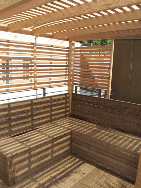 Roof terrace kebony benches with cedar screening