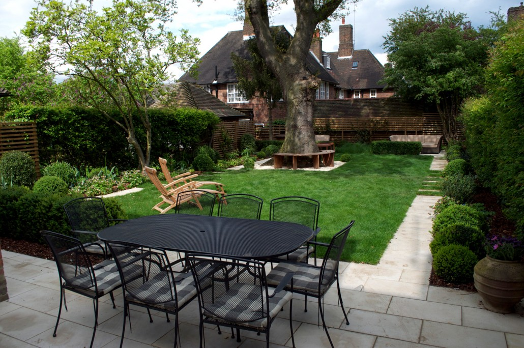 Garden landscaping in hampstead london nw11 a for Medium garden design