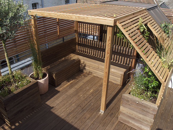 Cedar rooftop pergola with built in seating