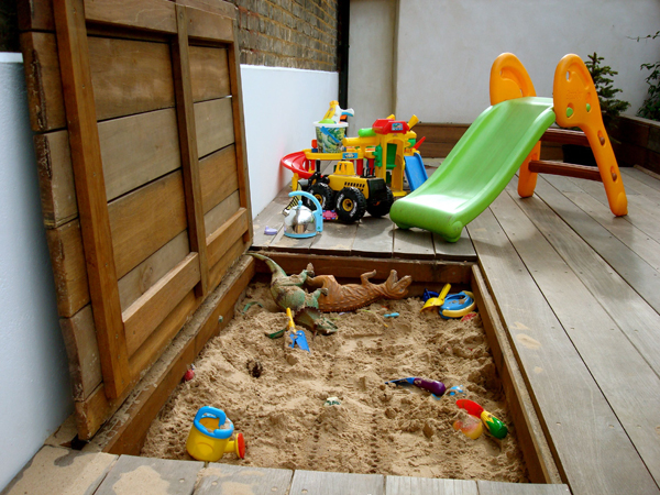 Hardwood hinged deck sandpit